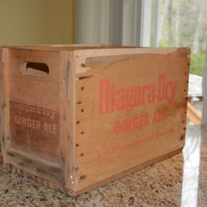Medium Niagara Dry crate with orange lettering - side view